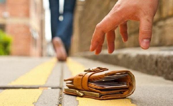 mơ nhặt được ví tiền